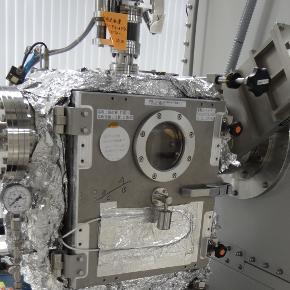 蒸着機で半導体の薄膜形成